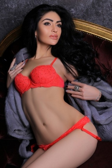 Isabella, Russian escort in Napoli that offers sexo oral.